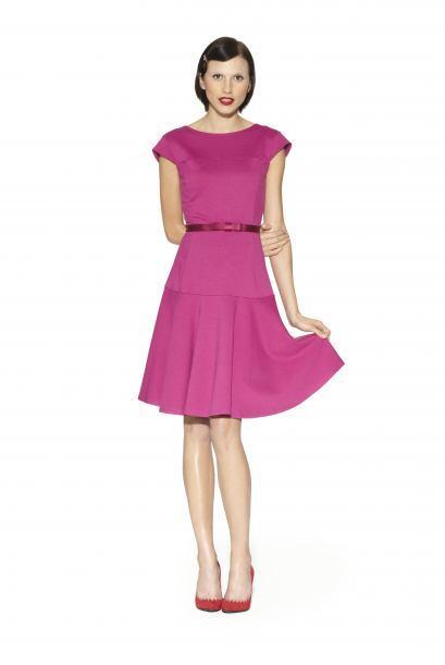 Para las mamás cómodas y femeninas7. Vestido ajustado en rosa con cintur...