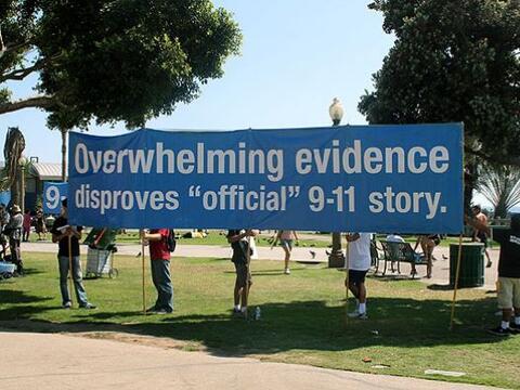 """""""Abrumadora evidencia contradice la historia oficial del 9/11""""..."""