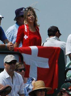 Roger Federer tiene sus admiradores en cualquier pista en la que juega....