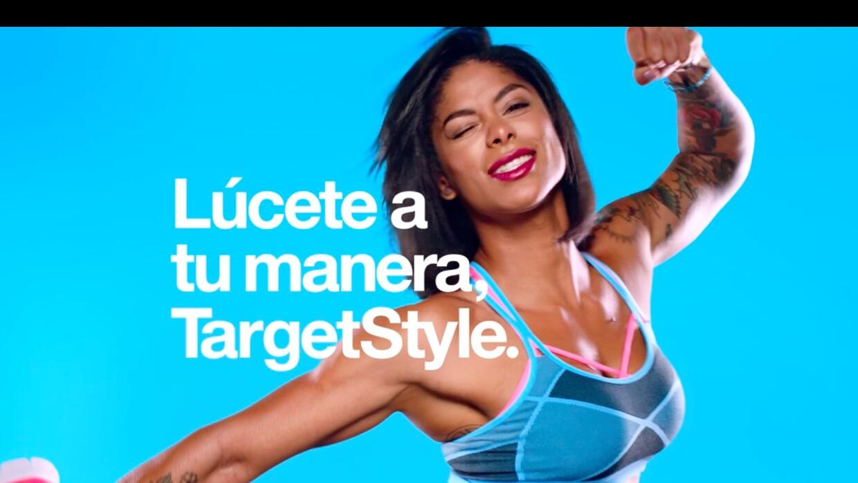 La fisiculturista latina Massy Arias en la campaña Lúcete a tu manera.