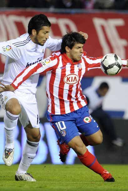 El 'Kun' Agüero vino desde la banca en rescate del Atlético.