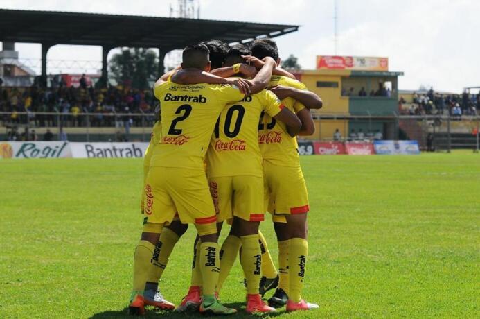 Marquense [2]-0 Comunicaciones: con un gol de Omar López, los locales se...