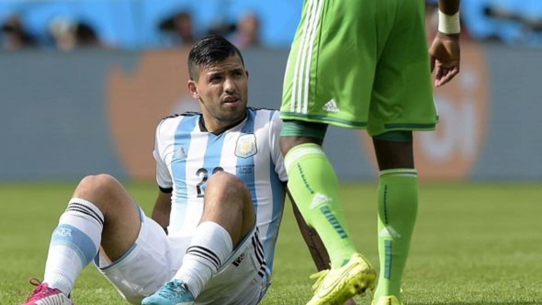 El delantero tuvo una lesión muscular en la pierna izquierda en el juego...