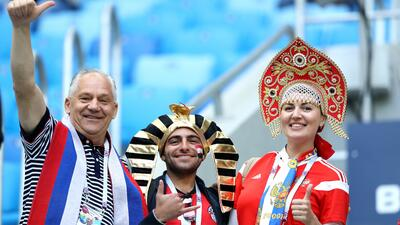 Entre zares y faraones se vistió el colorido de hinchas de Rusia y Egipto en el Mundial