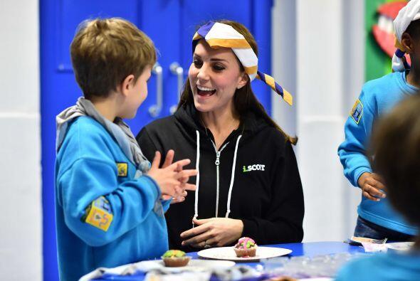 La dulzura y paciencia con la que trató a varios niños scouts en Londres...