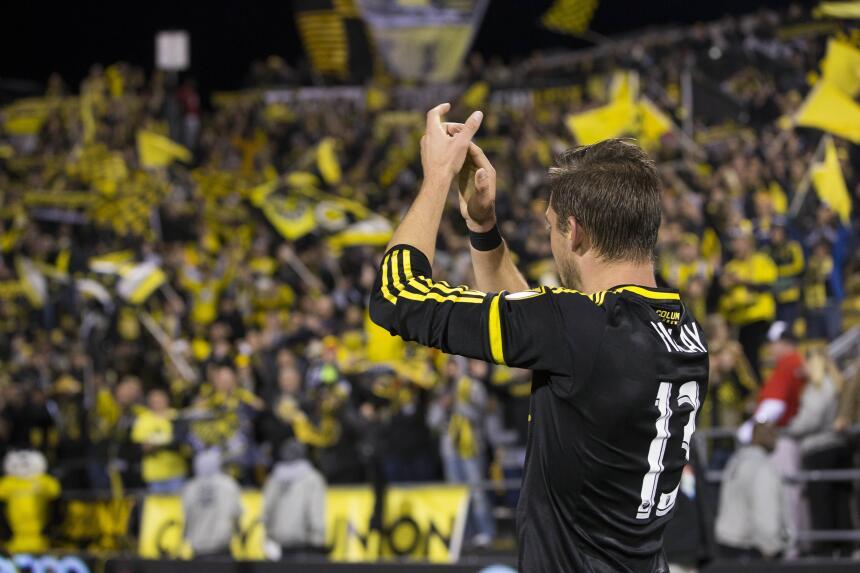 Ethan Finlay también celebró un gol y después aplaudió a su gente.