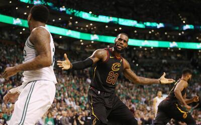 LeBron James solo pudo anotar 26 puntos en la derrota ante los Celtics e...