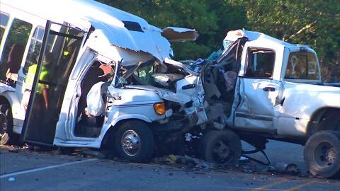 13 personas de la tercera edad murieron tras un aparatoso accidente en e...