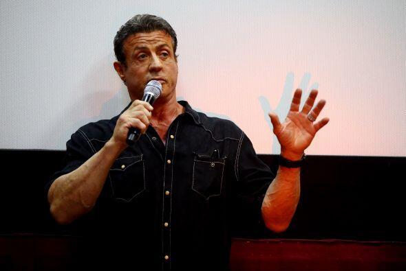 Sylvester Stallone es ambidiestro. Firma con la derecha, pero lo demás l...