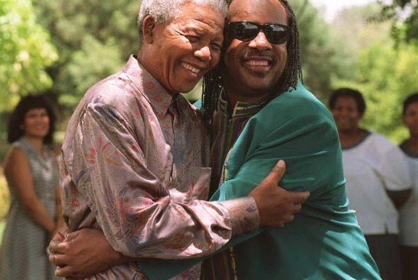 Muchas celebridades se sumaron a su lucha en pro de la paz y en contra d...