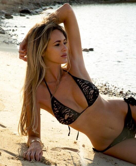 La modelo británica es esposa del jugador del Everton, Tom Cleverley, y...