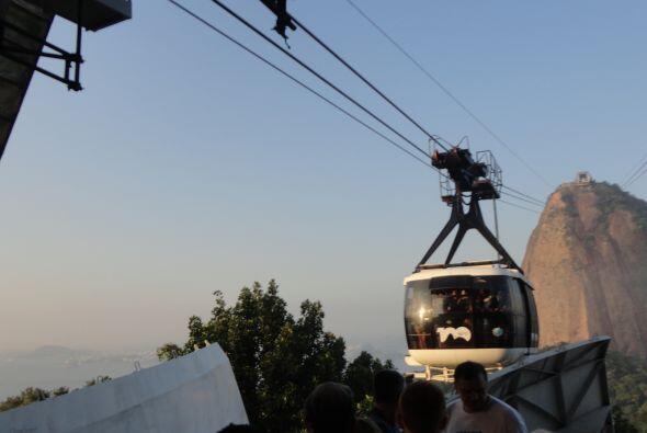 Hay que montarse en dos teleféricos diferentes para llegar a la montaña...