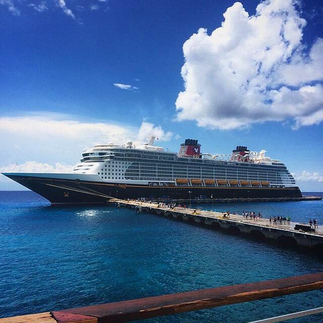 Angy y Rulli en crucero de Disney