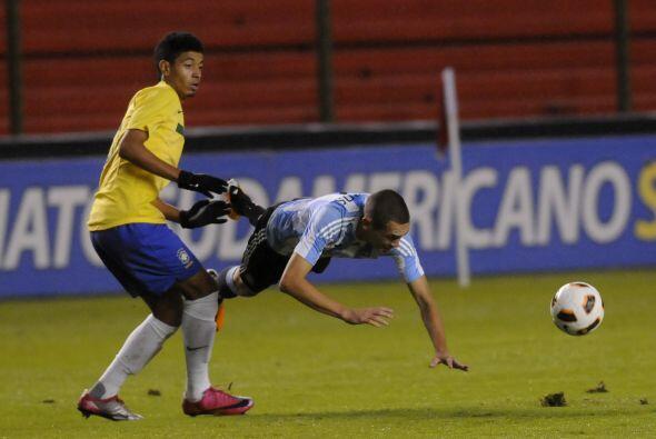 Al final los brasileños hicieron tropezar a los reyes del tango.
