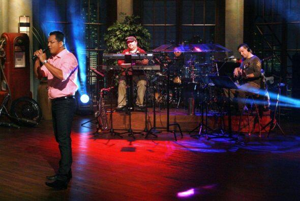El grupo de sarnosos acompañó a Charly Zaa en el momento musical