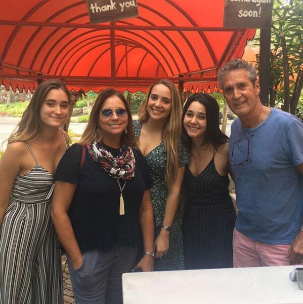 Gaby Rivero y sus hijas