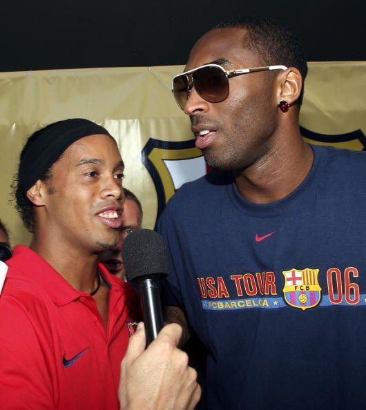 Desde pequeño, Kobe demostró ser un gran fanático al futbol y ha convivi...