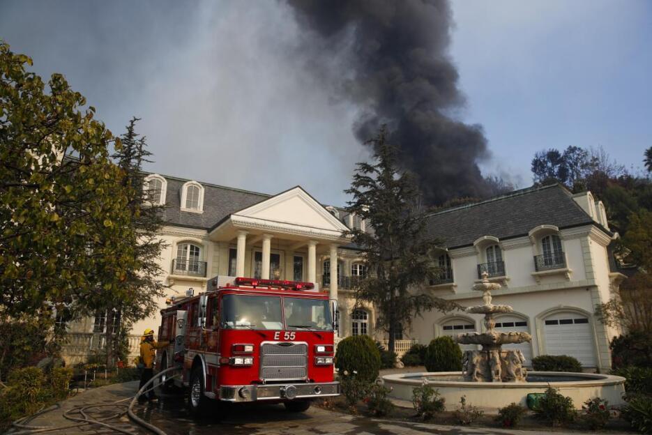 Se cree que el incendio Skirball fue causado por una fogata en un campam...