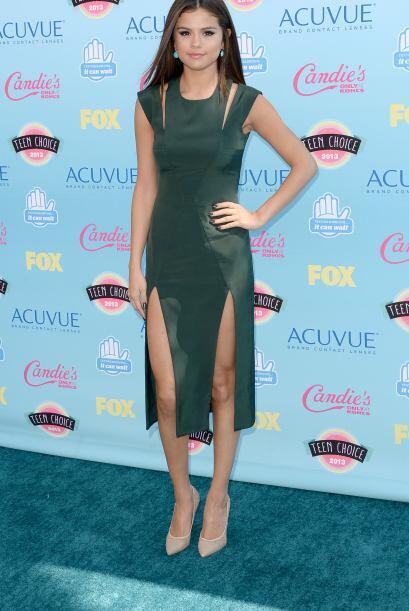 Selena Gomez como siempre estuvo en la lista de las mejores vestidas. La...