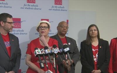 Maestros de las Escuelas Públicas de Chicago anuncian que irían a paro e...