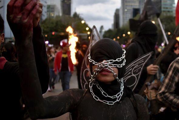 Algunos performance fueron parte de la multitudinaria manifestación.