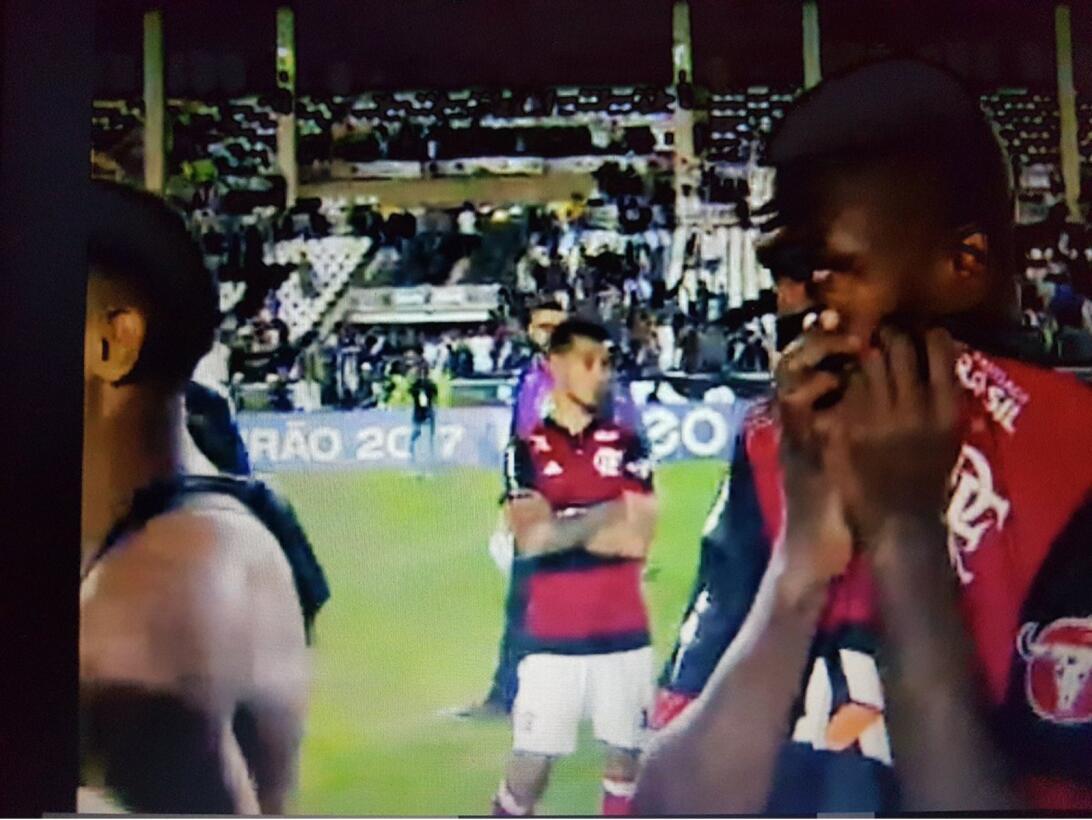 Caos y muerte en el Vasco-Flamengo mientras jugaba Vinícius Júnior del R...