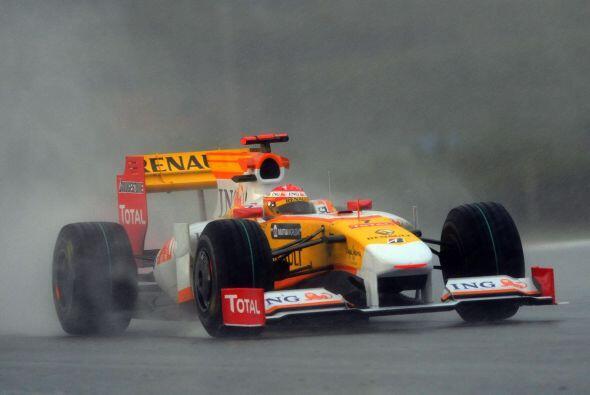 Sin embargo para el Gran Premio de Malasia, Alonso cayó al 11° lugar, si...