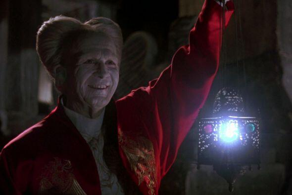 Y el clásico vampiro del cine de terror contemporáneo es nada más y nada...