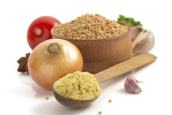 8. Utiliza cebolla y ajo en polvo, en lugar de cortarlos o picarlos, si...