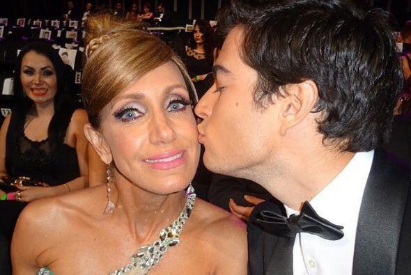 Danilo estuvo consintiendo a Lili durante la noche.