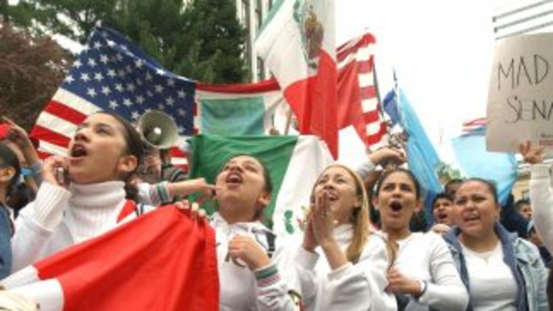 Al menos 11 millones de inmigrants indocumentados aguardan una oportunid...