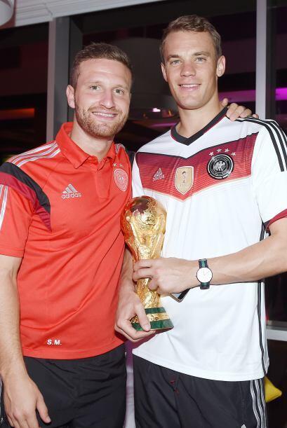 Benedikt Howedes y Manuel Neuer.