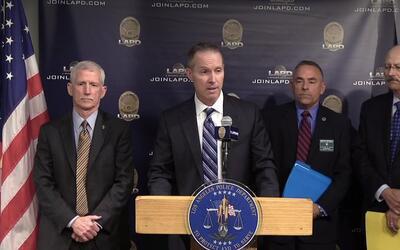 Los detectives del sheriff del condado de Los Ángeles y la Polic&...