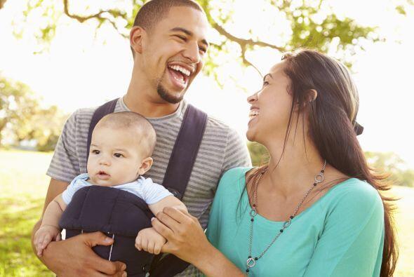 Cargar a tu pequeño hijo en una mochila para bebé es la manera más práct...