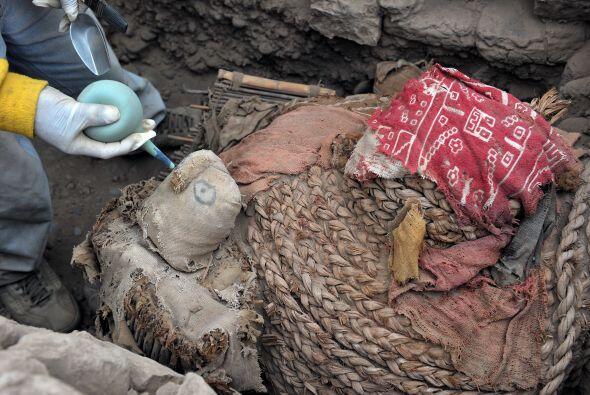 Lo novedoso del hallazgo reside en que la tumba fue encontrada intacta,...