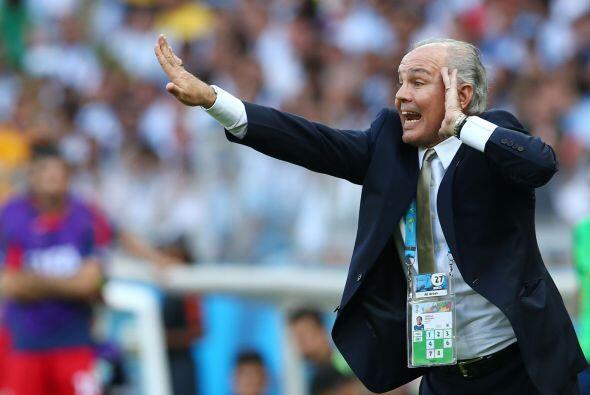 4.- ¿Quién dice cómo debe de jugar el equipo? A Lionel Messi no le gustó...