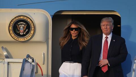 Donald y Melania Trump llegan a West Palm Beach en el Air Force One.  El...
