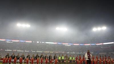 En fotos: Estados Unidos aprovecha la ventaja numérica para vencer a México 1-0