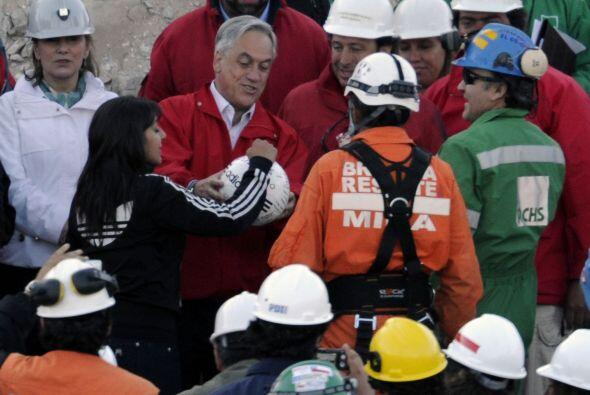 Lobos fue el vigésimo séptimo minero en ser rescatado del yacimiento el...