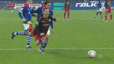 ¡Piscinazo! Y el premio para peor actor de la Bundesliga es para... Mitchell Weiser del Leverkusen
