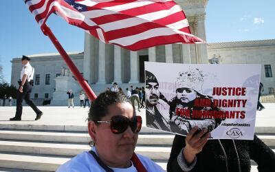 Imagen de archivo de una manifestación ante la Corte Suprema a fa...