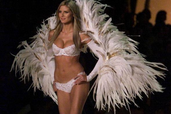 Apreciar a las súper modelos del momento en ropa interior es una...