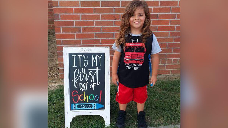 Jabez Oates, de 4 años, no podrá regresar a clases en su e...
