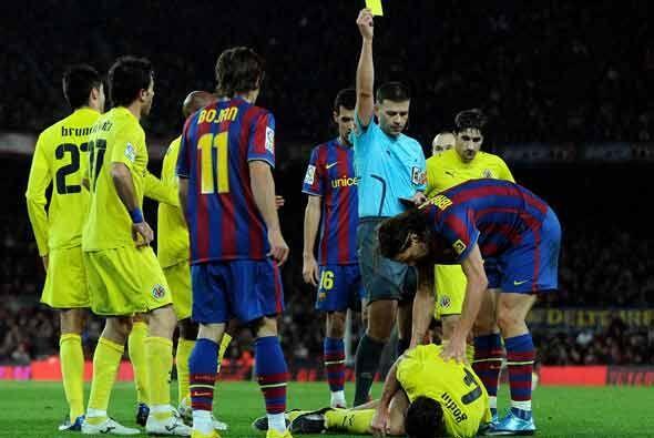 Una patada de impotencia de Ibrahimovic le hizo ver la tarjeta amarilla.