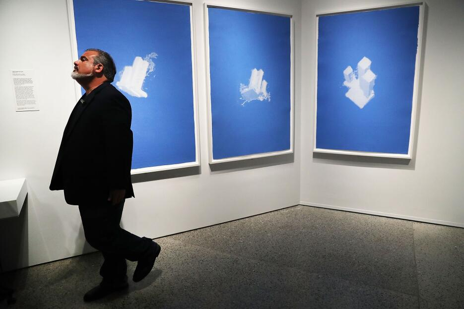 """World Trade Center as a Cloud"" a espaldas de su creador Chris..."