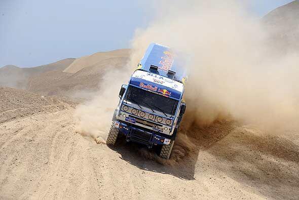 El ruso Vladimir Chagin dio clases de manejo sobre la arena en un camión...