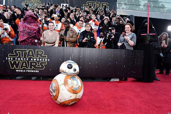 """Miles de aficionados de """"Star Wars"""" se dieron cita en Hollywood para pre..."""