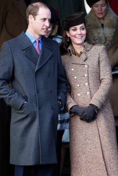 En Navidad, Kate cubrió a su bebé del frío con un hermoso abrigo café.