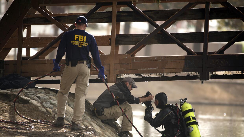 Buzos del FBI en Seccombe Lake Park.