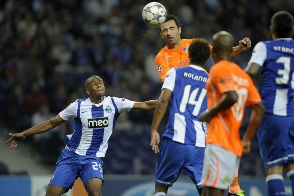 Porto empató ante el APOL de Chipre.